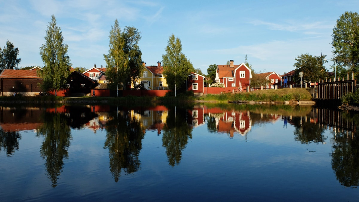 falun dalarna autumn reflection
