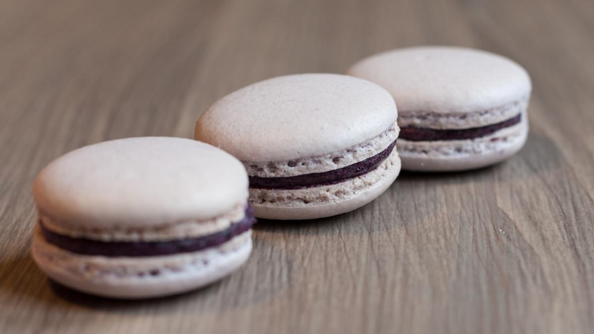 blueberry ganache macarons