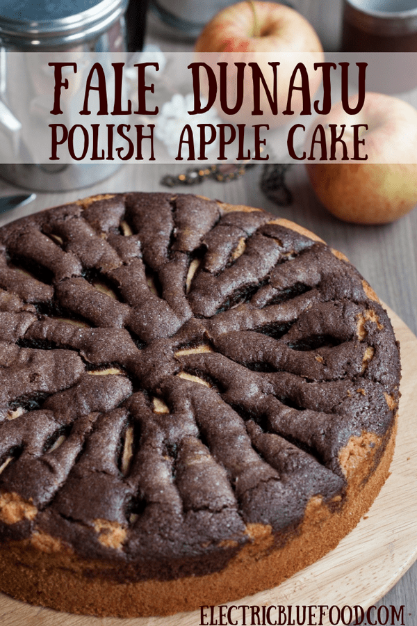 Surprise your guests with a simple apple cake recipe from the Polish tradition: Fale Dunaju, a Polish apple cake with a wonderful wavy pattern.