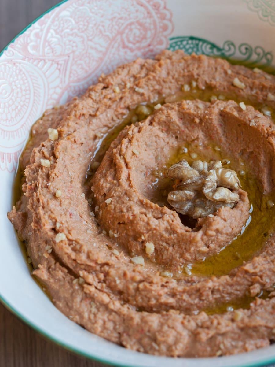 Roasted pepper & walnut hummus