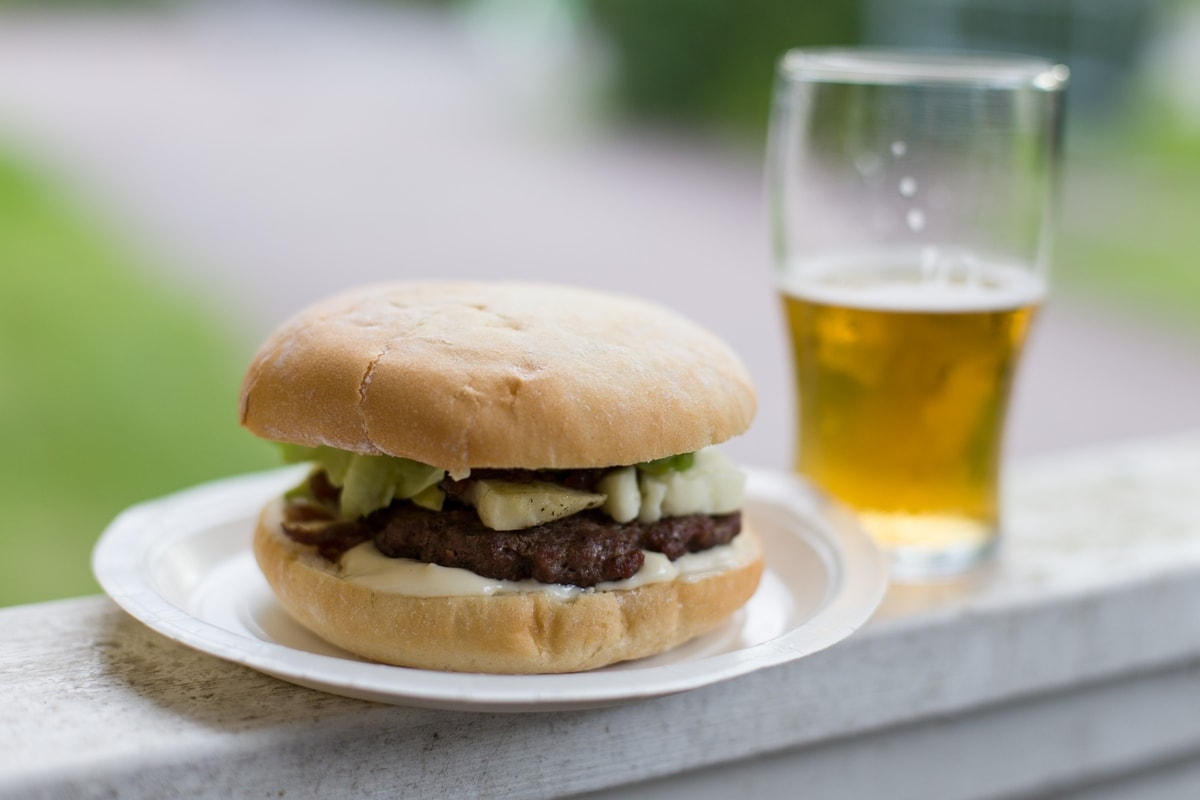 hamburger with grilled halloumi and onion relish