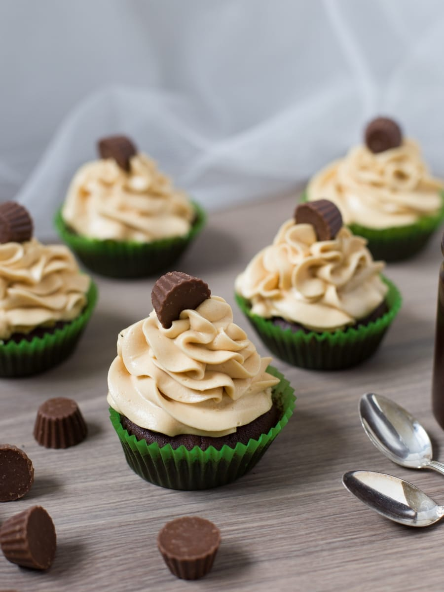 chocolate-cupcakes-peanut-butter-frosting-reeses-3