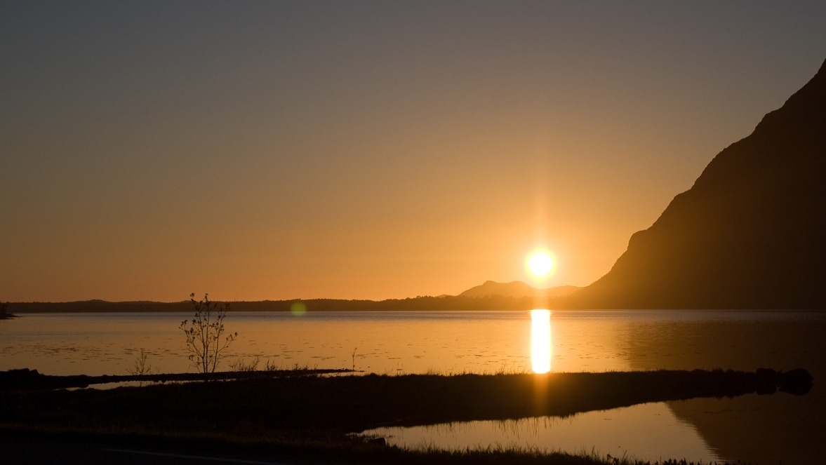 lofoten-northern-norway-midnight-sun