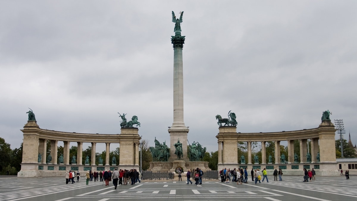 budapest hungary heroes square
