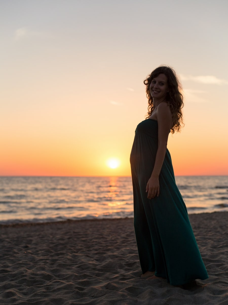 Pregnancy photoshoot on an Italian beach