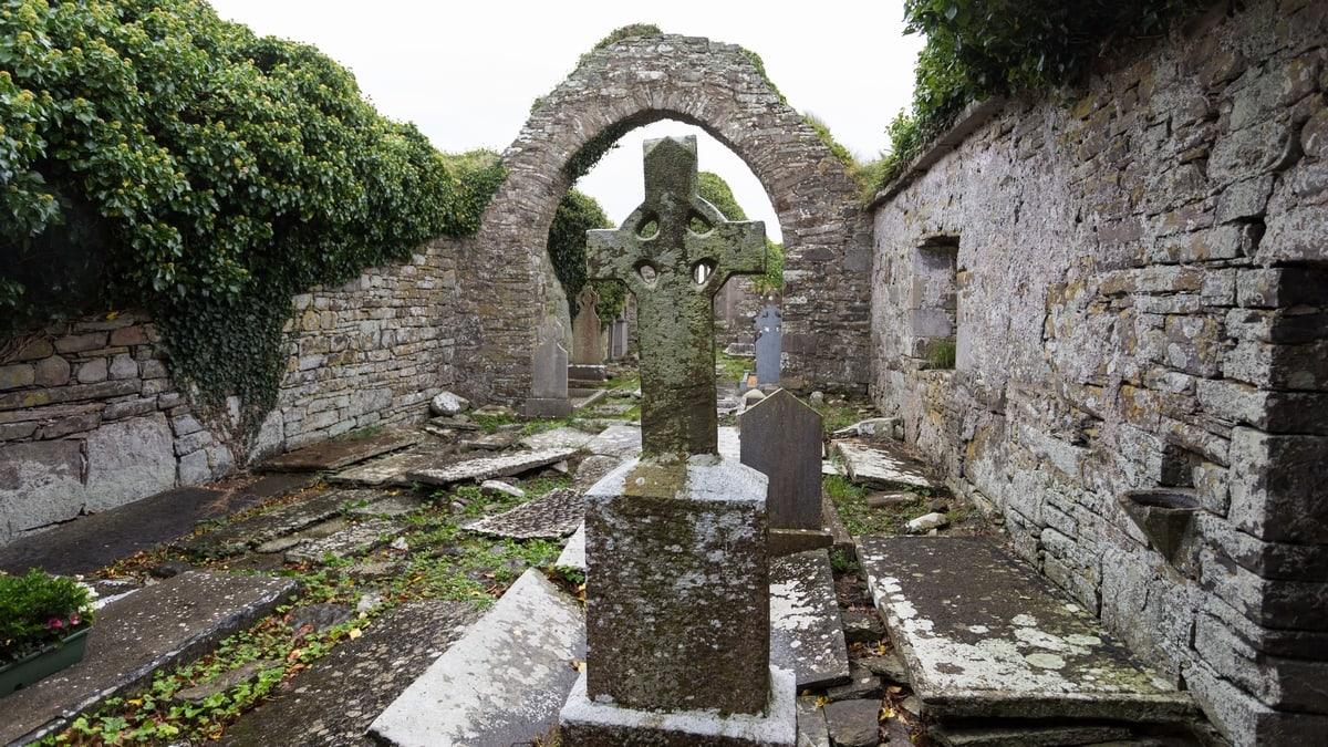 Ruins of Ireland: Kilmacrehy cemetery