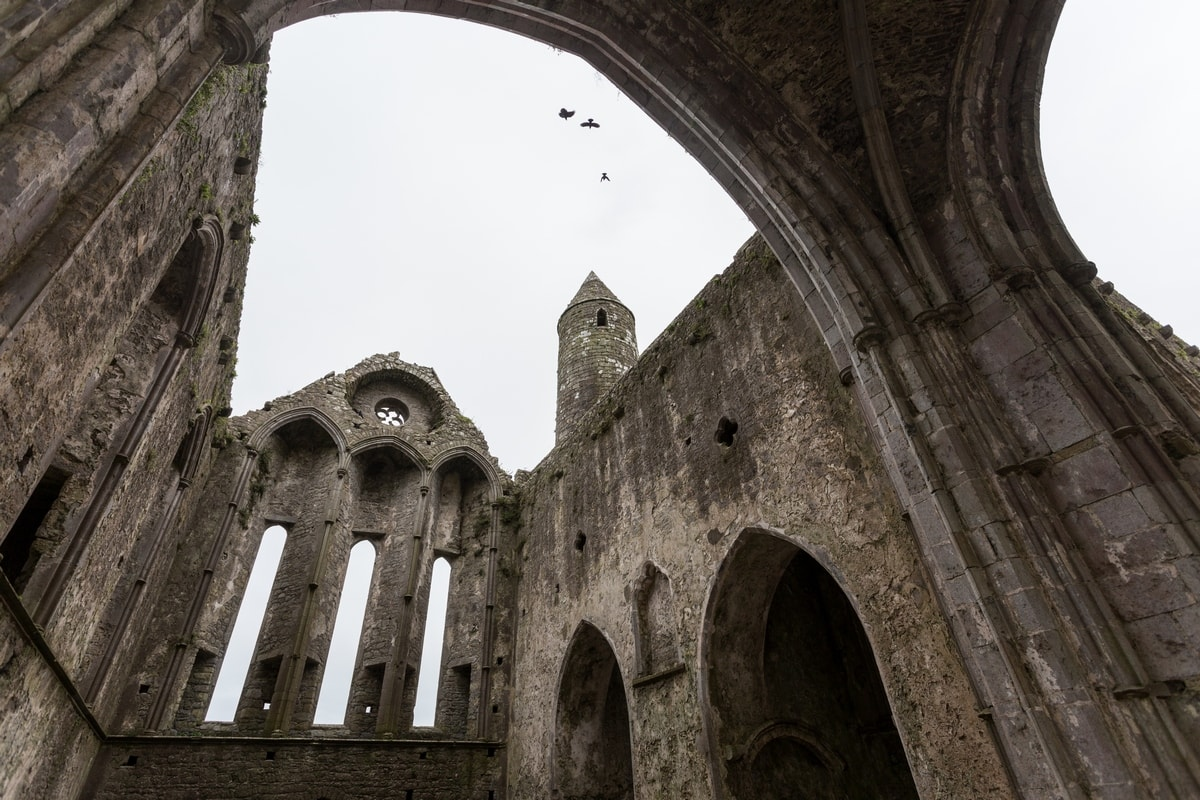 Ruins of th eRock of Cashel abbey seen from the inside.