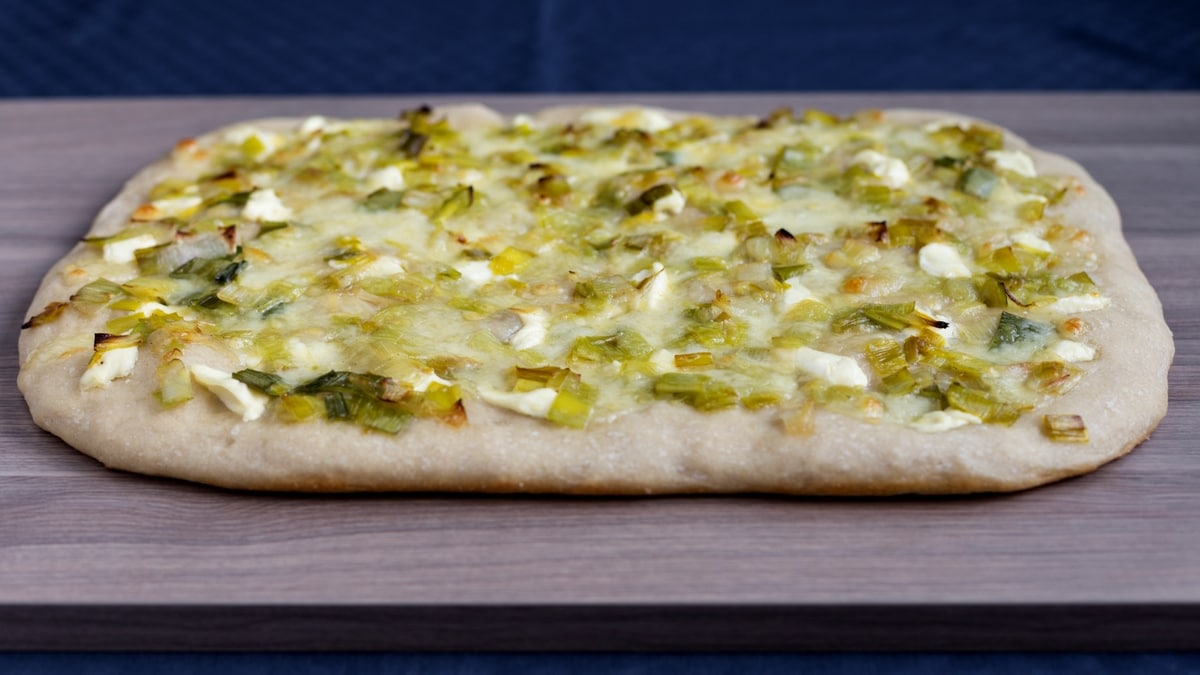 Leek mascarpone pizza bianca