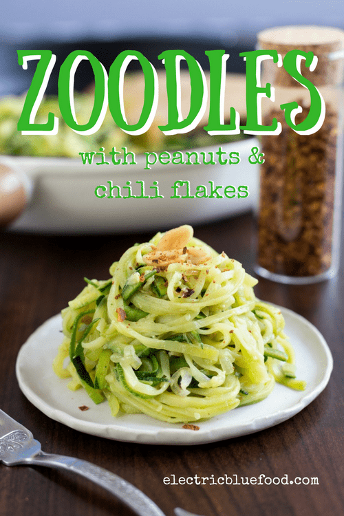These zoodles with peanuts and chili flakes are tasty and healthy, the perfect side dish when you have no better options than a zucchini and an onion.