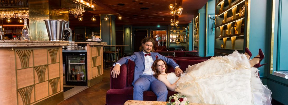 My wedding photo shoot at the beautiful hotel Haymarket by Scandic in Stockholm. We took our wedding pictures in the lobby and at the bar Americain. Haymarket is a wonderful location for wedding photography in Stockholm.