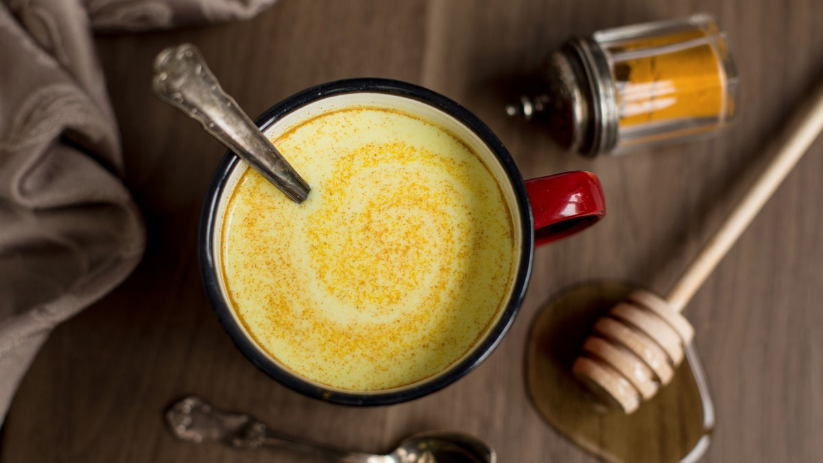 Hot honey rum latte with turmeric powder.
