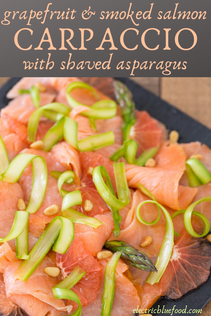 A delicious summer dish: grapefruit and smoked salmon carpaccio with shaved asparagus and toasted pine nuts. Serve it as a starter or as a light lunch.