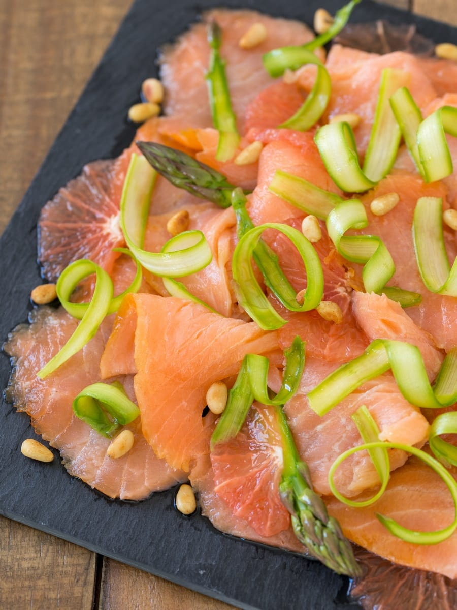 Grapefruit and smoked salmon carpaccio with raw asparagus.