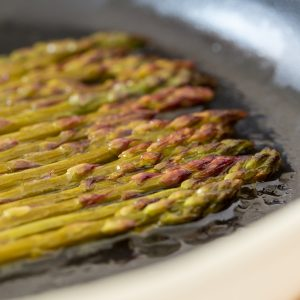 Green asparagus cooked in white wine.