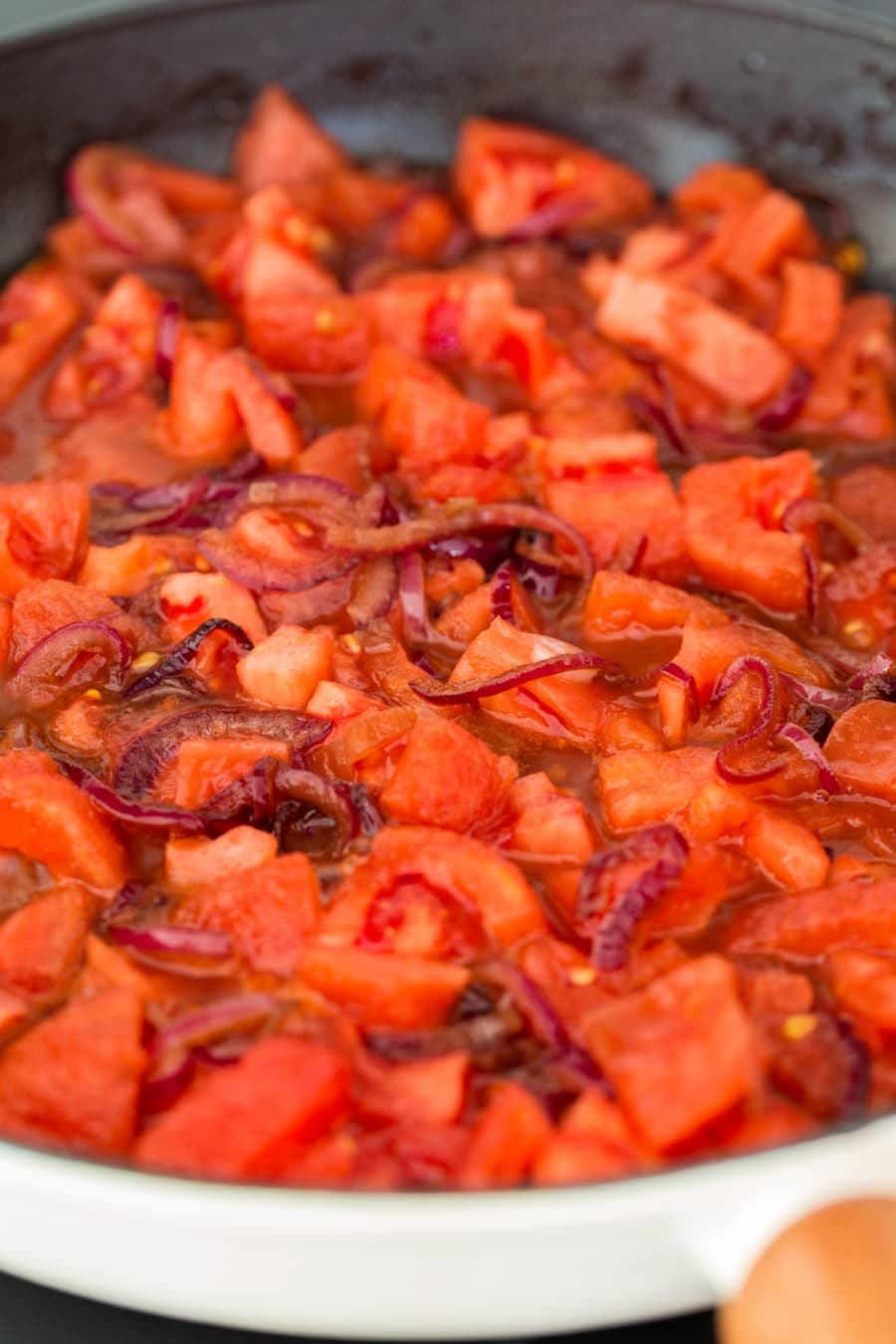 Balsamico onion and tomato sauce.