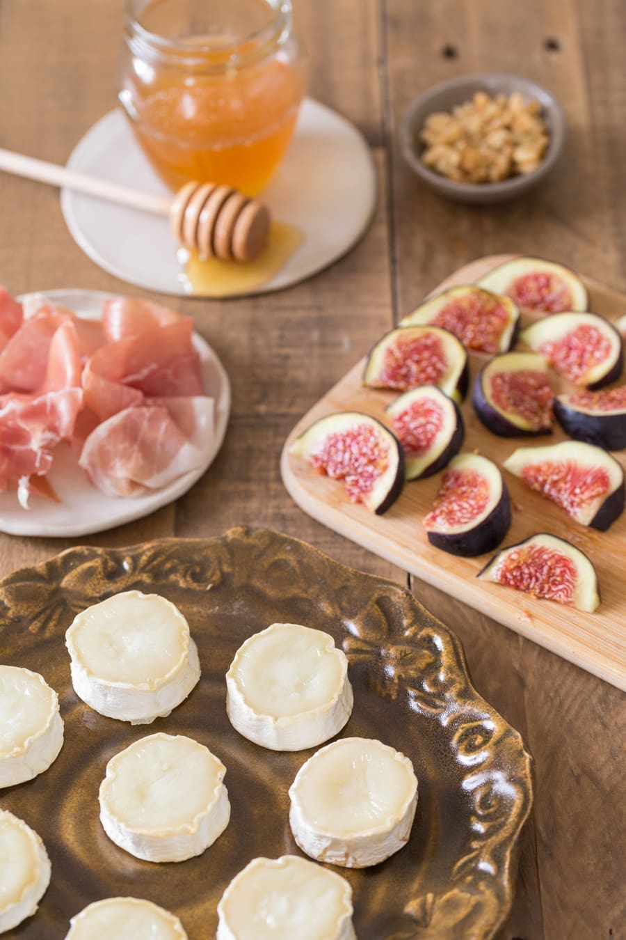 Baked goat cheese log, sliced figs, prosciutto and honey.
