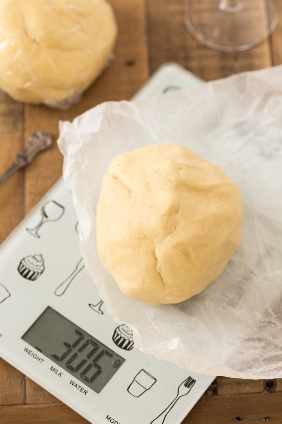 Divide dough balls using a kitchen scale.