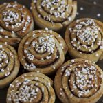 Mini kanelbulle muffins topped with pearl sugar.