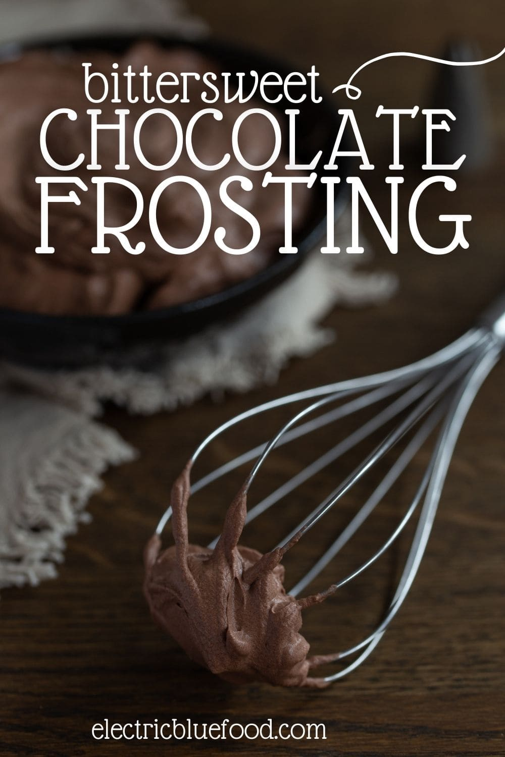 This bittersweet chocolate frosting made with whipped cream is a thick and airy frosting that is not too sweet, perfectly delivering the flavour of cocoa. Great to pair with very sweet cakes to tame their sweetness, or with chocolate desserts, to up the chocolate flavour!